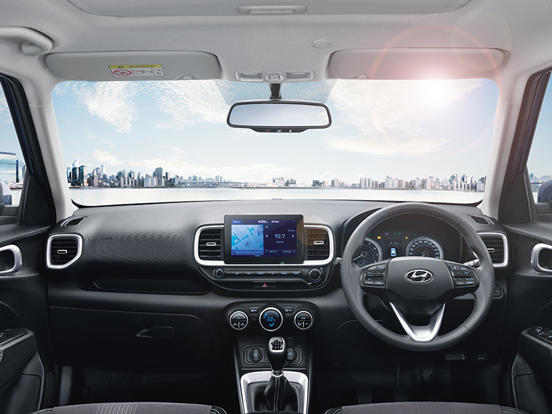 https://iciciauto.com/storage/upload/model_images/Hyundai_ Venue_Dashboard.jpg