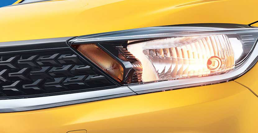https://iciciauto.com/storage/upload/model_images/TataTiago-Hatchback-Headlamp.jpg