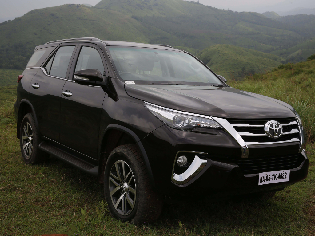 https://iciciauto.com/storage/upload/model_images/ToyotaFortuner-SUV-Diagonal View.jpg