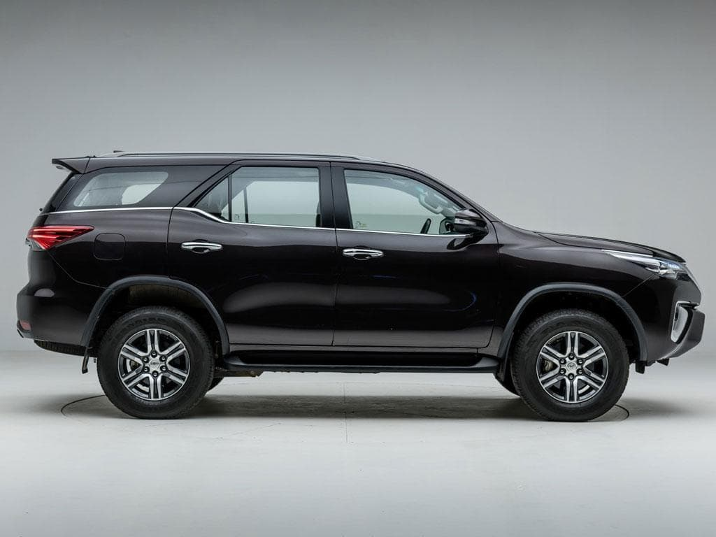 https://iciciauto.com/storage/upload/model_images/ToyotaFortuner-SUV-Side View.jpg
